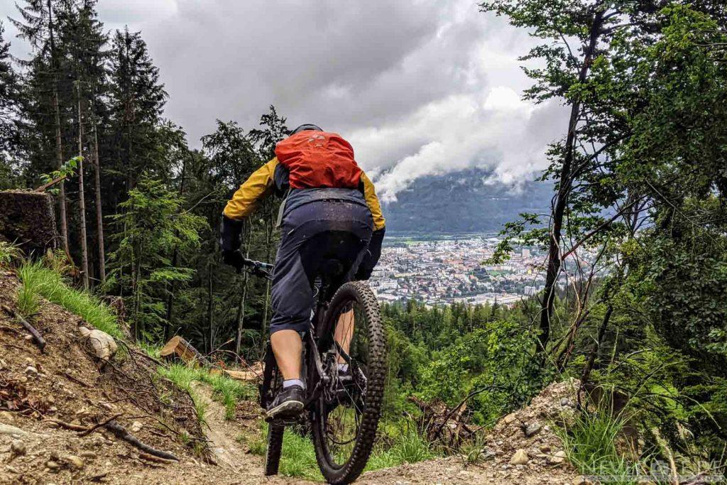 Trail mit Blick auf Innsbruck